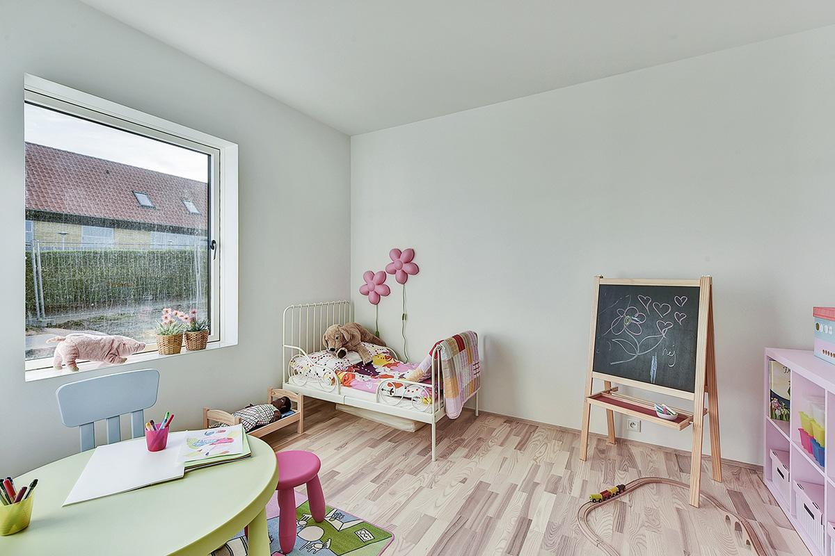 Holm-huse-skoedstrup-boernevaerelse-pige